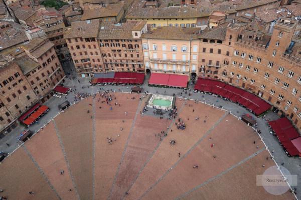 Die Piazza di Campo in Siena von oben