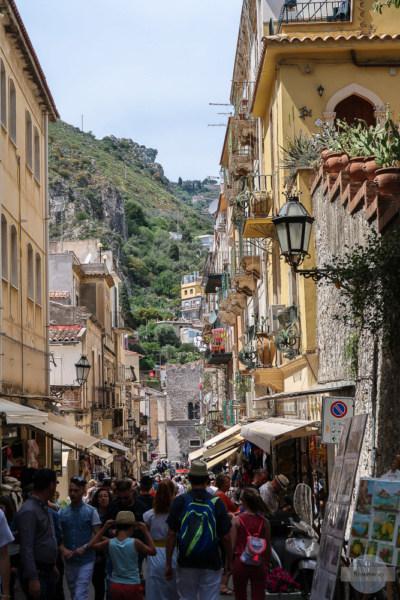 Touristen in Taormina