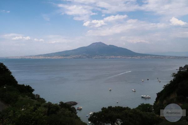 Von Vico Equense aus hat man einen tollen Blick auf den Vesuv und den Golf von Neapel