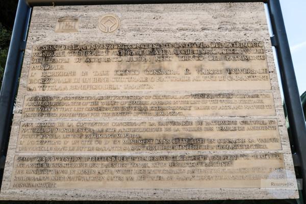 Tafel UNESCO im Tal der Tempel in Agrigent