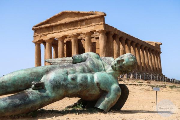 Der gefallene Ikarus vor dem Concordiatempel in Agrigent