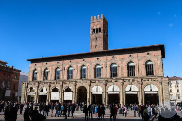 Der Palazzo del Podestà - durch ihn gelangt man zur Flüsterwand
