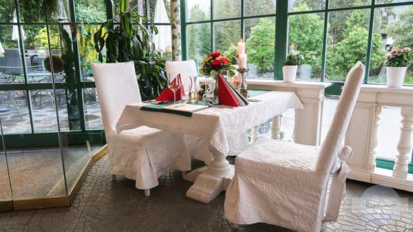 Tisch in rot grün weiß zum Hochzeitstag