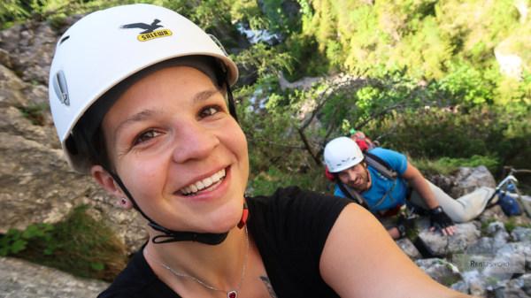 Action Pärchen am Klettersteig