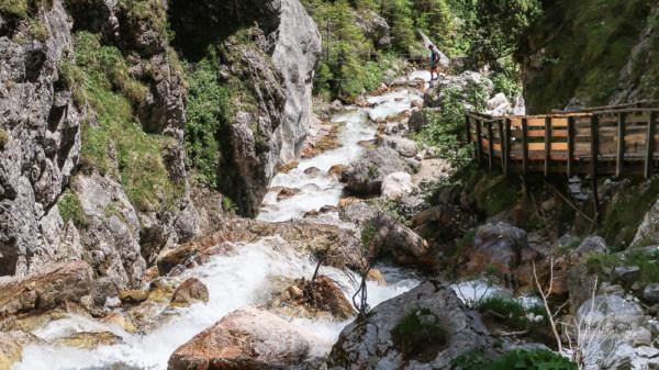Die Silberkarklamm besticht durch wildes Wasser und Klettervergnügen