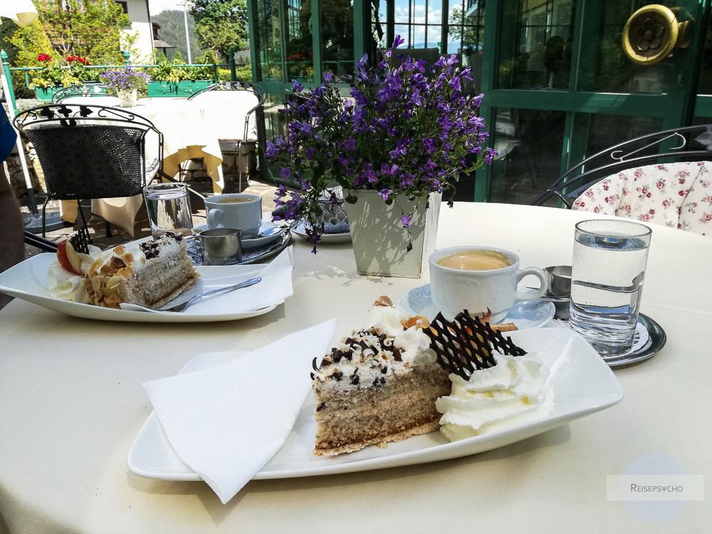 Kaffee und Kuchen im Hotel Annelies