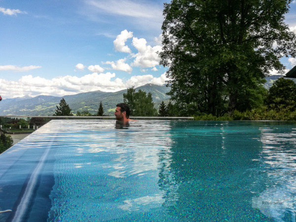 Im Infinity Pool im Hotel Annelies in der Ramsau