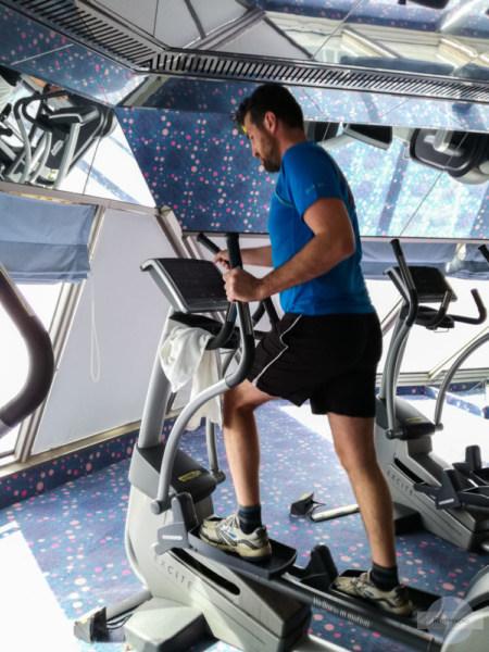 Fitnessstudio an Bord ist eine wichtige Aktivität am Schiff