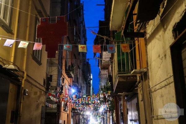 Herzen in den Straßen von Neapel