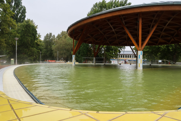 Heilwasserbecken in Bük