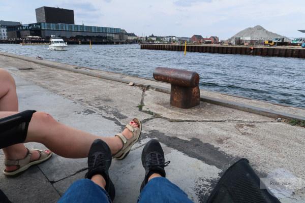 "Chillen am Wasser am ""Copenhagen Street Food"" - Markt"
