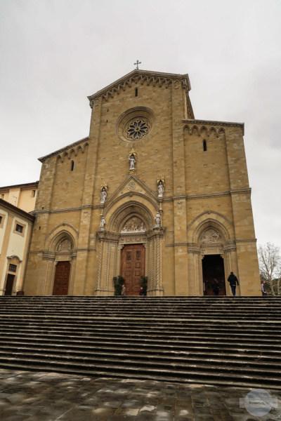 Die Fassade der Kathedrale San Donato in Arezzo, Italien