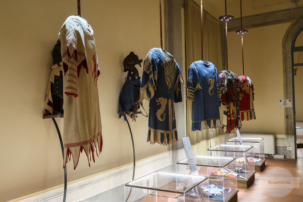 Die Kostüme der Giostra di Arezzo im Museum im Rathaus