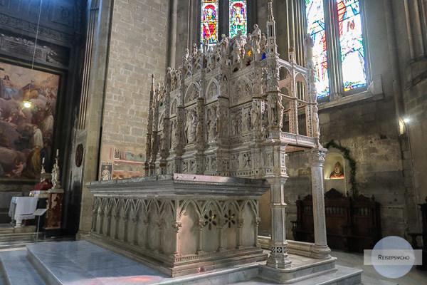 Der hintere Altarbereich in der Kathedrale San Donato in Arezzo, Italien
