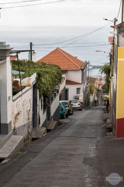 Steile Straße in Funchal