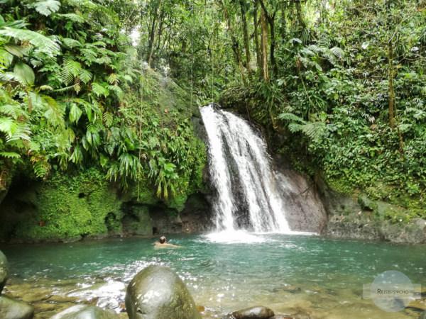 Was tun auf Guadeloupe? Im Wasserfall baden zum Beispiel