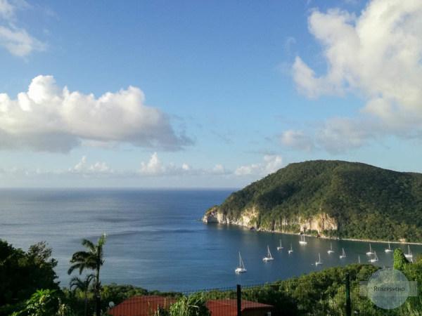 Bucht mit Segelschiffen auf Guadeloupe