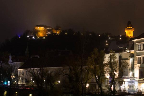 Graz Advent am Abend - Blick auf den Schlossberg