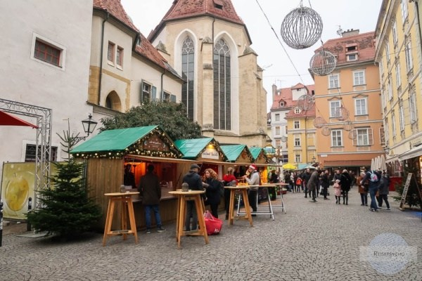 Adventmarkt in Graz am Franziskanerplatz