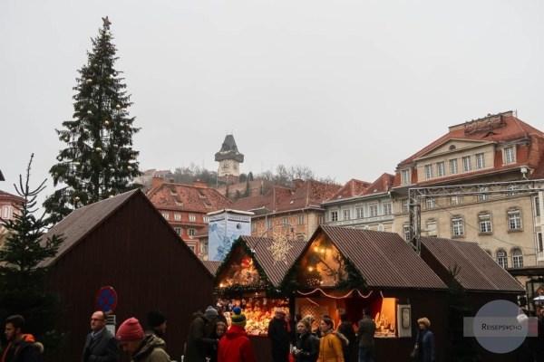 Advent Graz - Der Uhrturm ist immer mit dabei