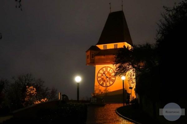 Uhrturm Graz beleuchtet zur Weihnachtszeit