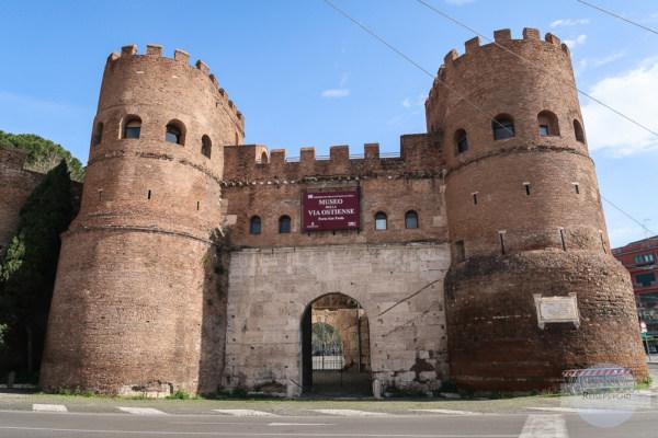 Porta San Paolo - Stadttor neben der Pyramide in Rom