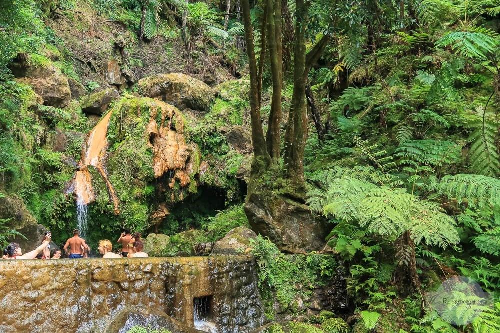 Baden in der Caldeira Velha auf den Azoren