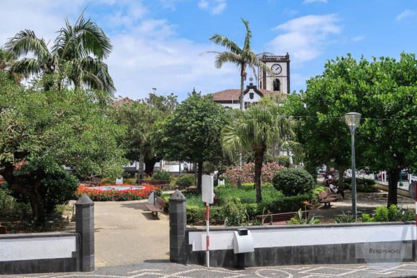 Der Dorfplatz von Vila Franca do Campo