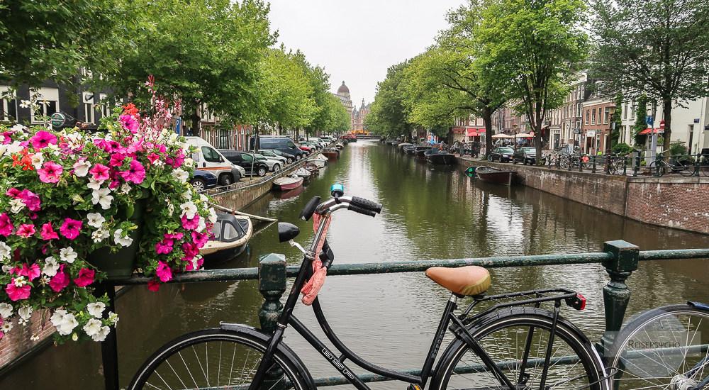 Amsterdam Kurztrip - Rad vor einer Gracht