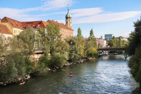 Franziskanerkirche und Mur in Graz