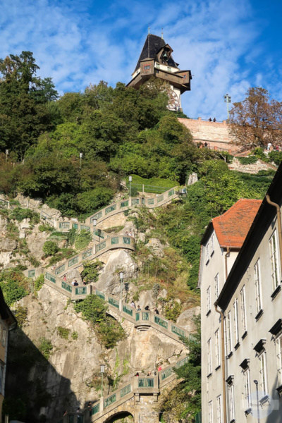 Stufen auf den Schloßberg hoch zum Uhrturm
