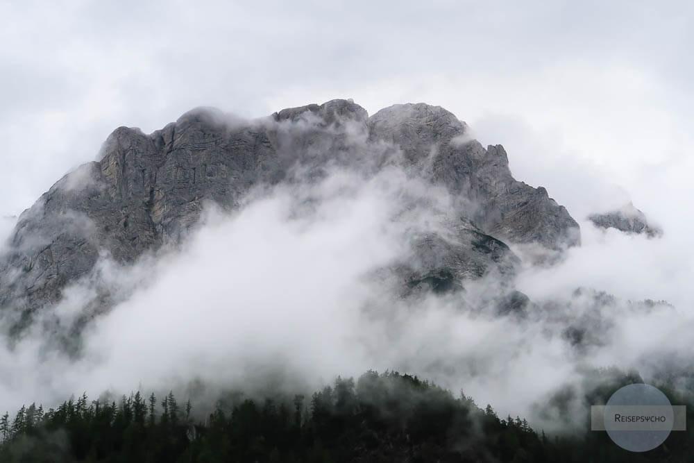 Nebel und Regen in den Bergen