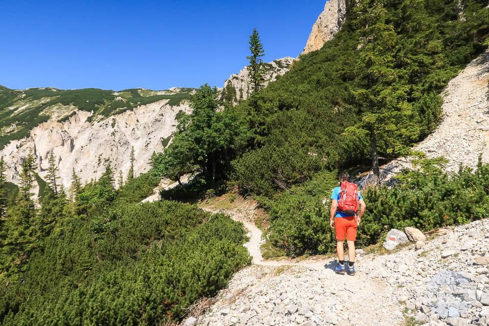 Wandern auf steinigem Weg