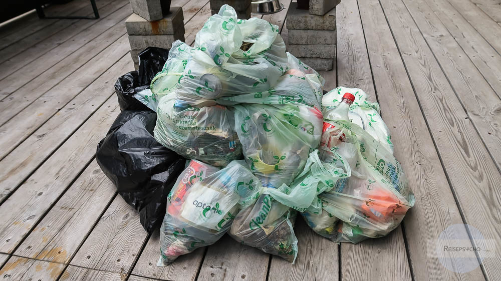 Müllsammeln am Berg