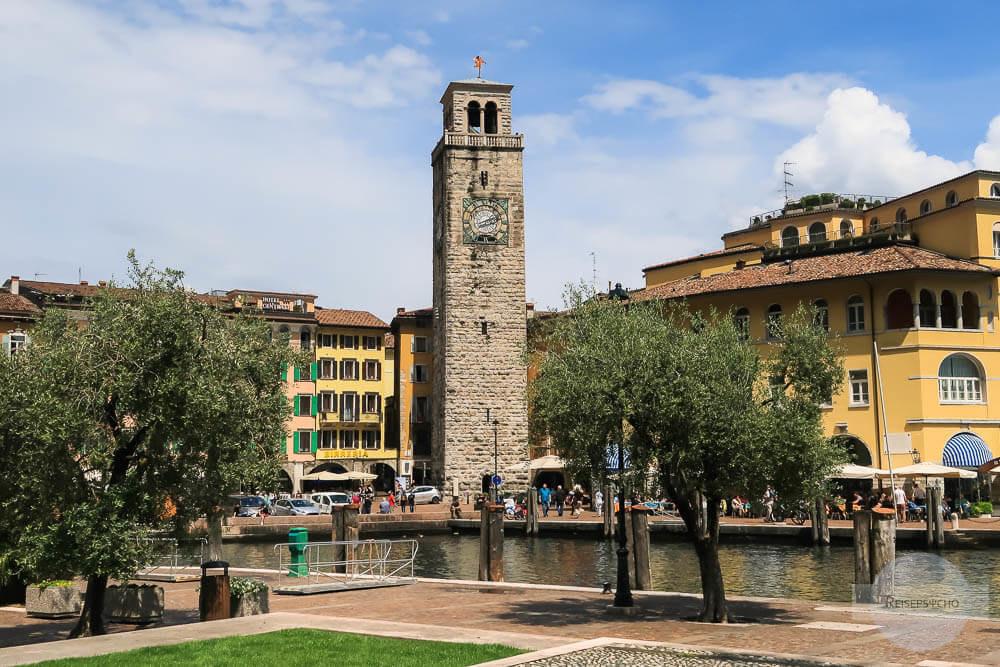 Riva del Garda im Gardasee Norden mit dem Turm