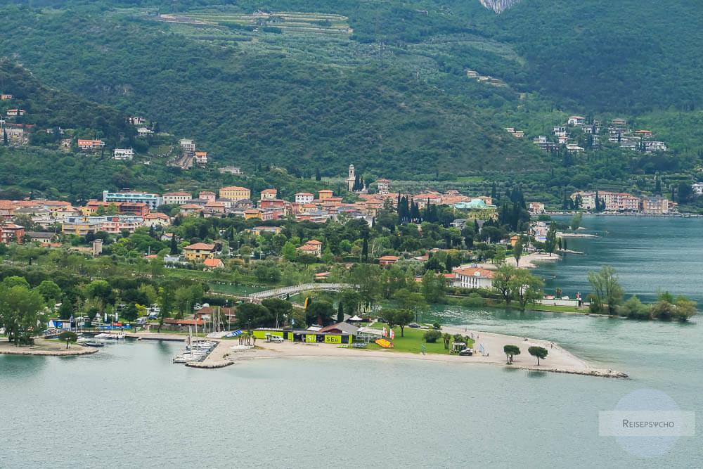 Torbole am Gardasee vom Monte Brione aus