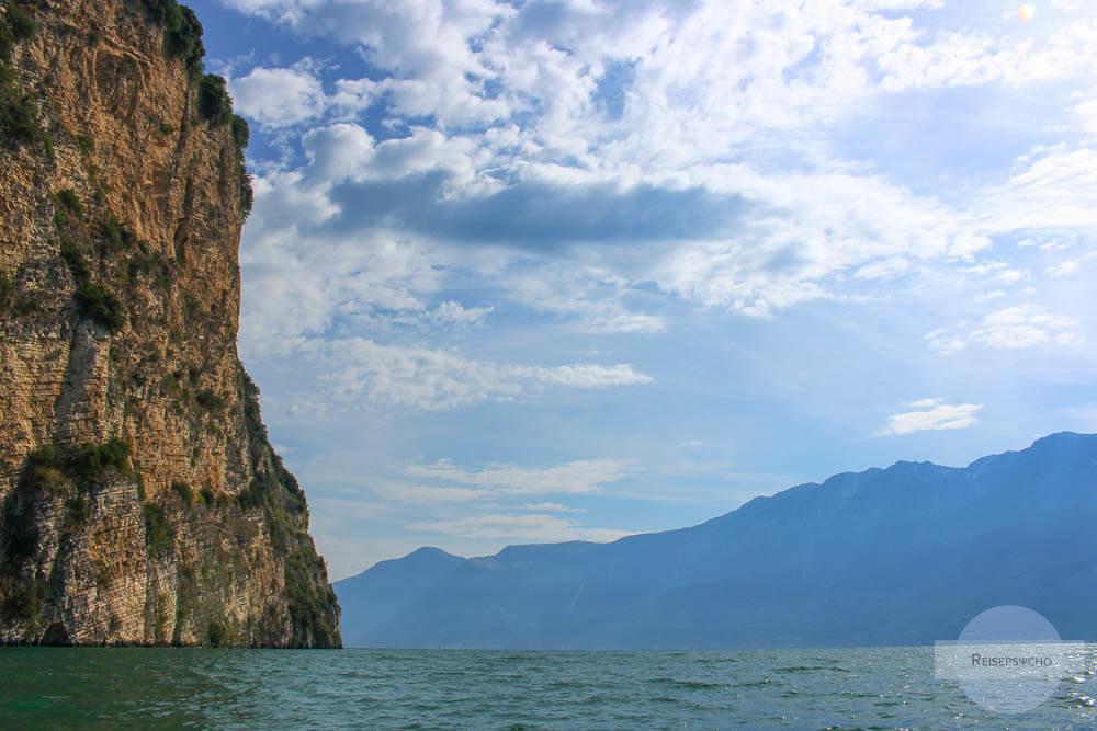 Felswände im Gardasee Norden, hier in Tignale