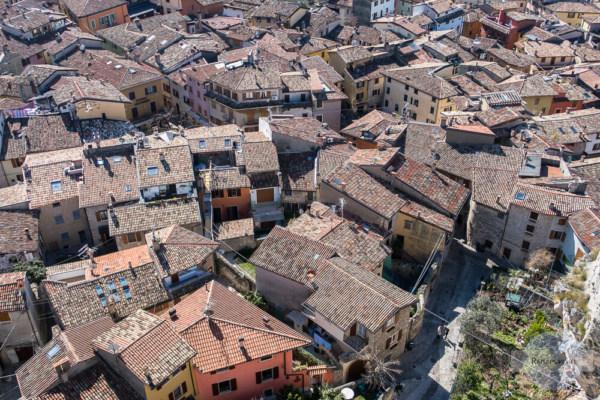 Blick vom Turm der Burg auf die Altstadt von Malcesine