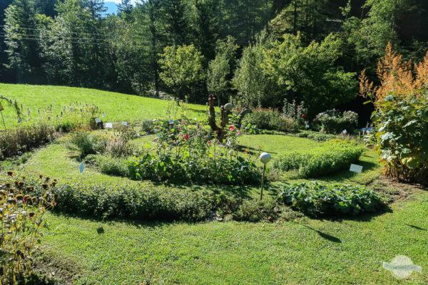 Kräuterspirale beim Kräuterbergbauern
