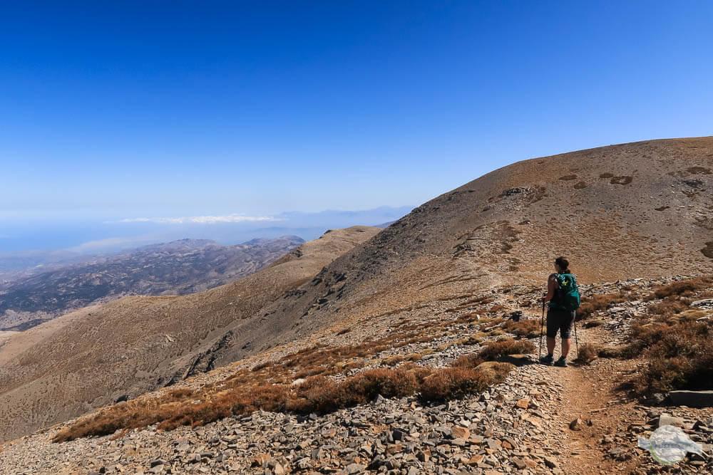 Wandern am Psiloritis mit ständigem Ausblick auf die Berge und die Küste