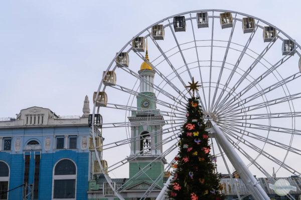 Weihnachtsmarkt in Kiew beim Riesenrad