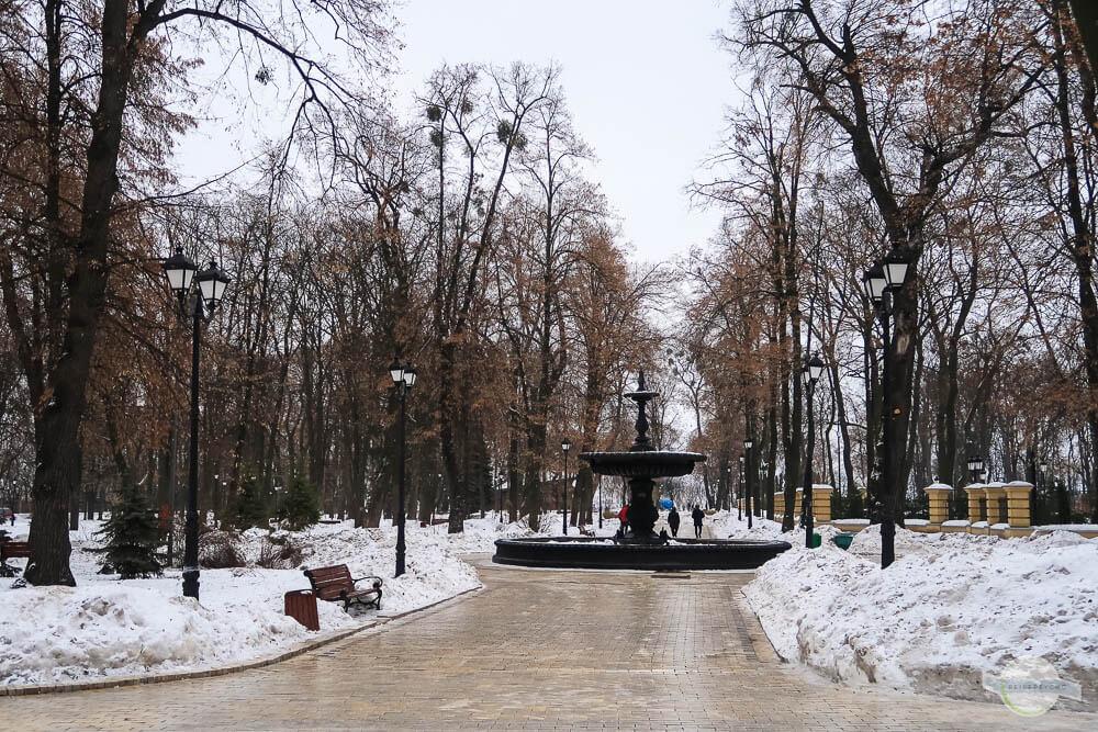 Kiew Park im Winter mit Schnee