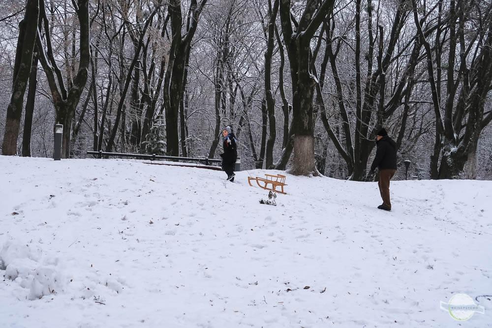 Parks im Winter in Kiew - auch zum Rodeln geeignet
