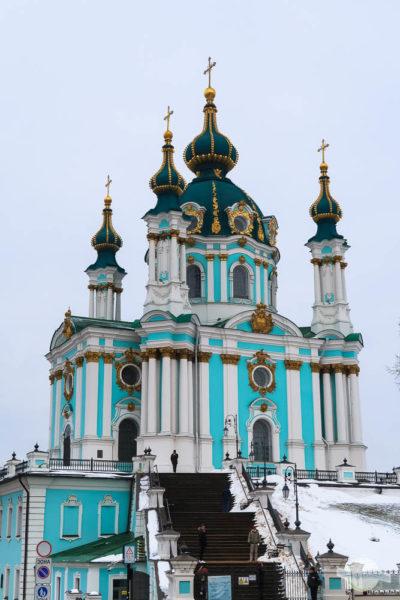 Die türkise Andreaskirche in Kiew