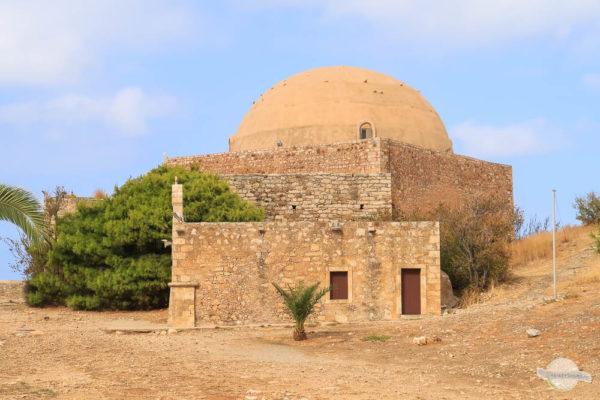 Die Sultan Ibrahim Moschee mitten in der Festung