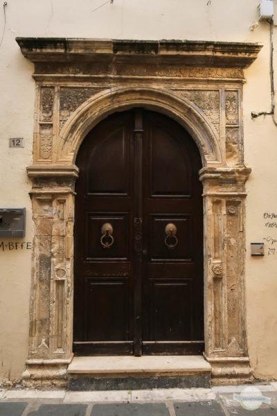 Venezianische Portale bei Häusern auf Kreta