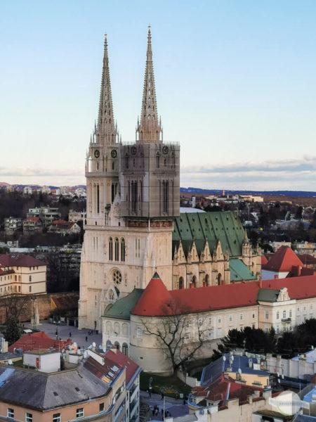 Zagreb Kathedrale Turm eingehüllt