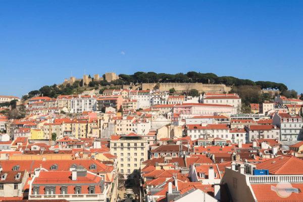 Ausblick vom Elevador de Santa Justa auf das Castelo