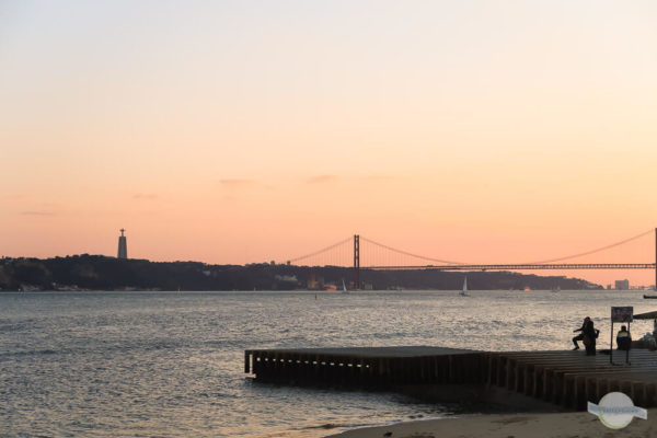 Lissabon Sonnenuntergang am Tejo