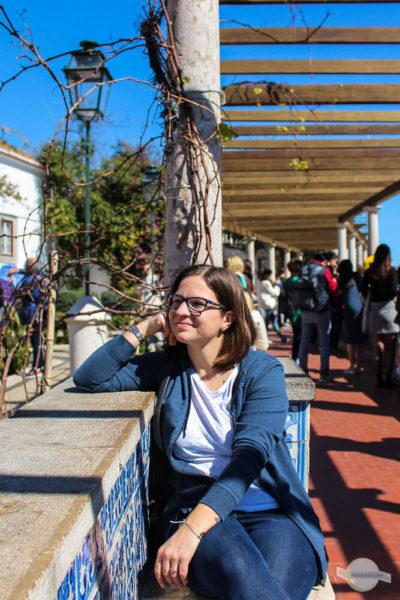Träumen am Miradouro Santa Luzia in Lissabon